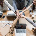 Como melhorar o ambiente de trabalho? Confira 7 dicas bem-humoradas